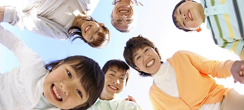 多くの人の歯の笑顔のイメージ